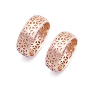 Komplet ażurowych obrączek ślubnych The Box we wzór sześcianów z różowego złota z zewnętrzną soczewką