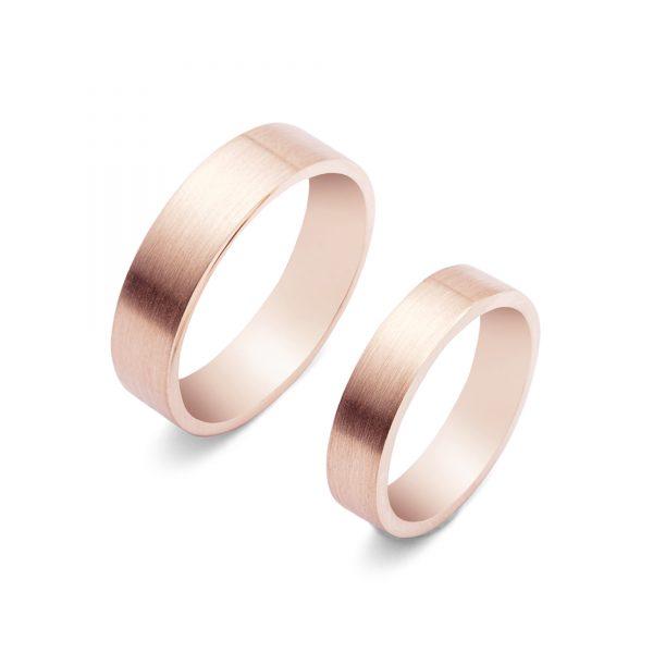Komplet matowych obrączek Hoop o klasycznej prostej formie z różowego złota.