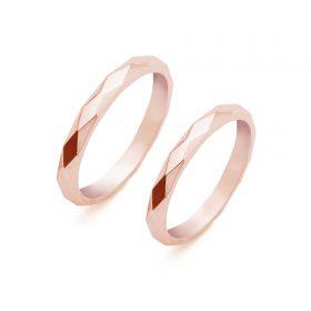 Komplet ręcznie szlifowanych we wzór Karo obrączek ślubnych z różowego złota w wykończeniu polerowanym