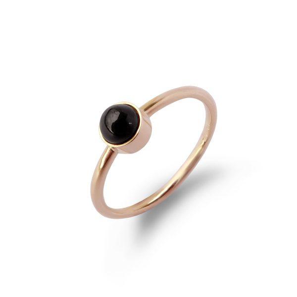 Drop - prosty pierścionek z czarnym kamieniem - żółte złoto i agat - Marcin Czop Autorska Pracownia Biżuterii