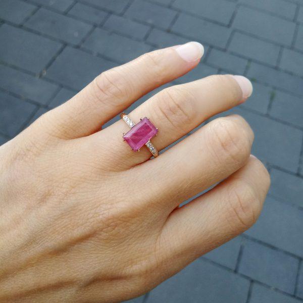 Pink złoty pierścionek z rubinem i brylantami fancy pink - Marcin Czop Autorska Pracownia Biżuterii -gp3