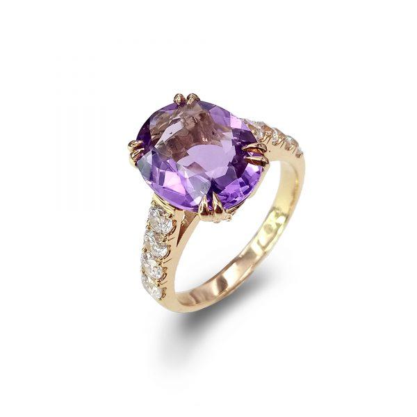 Violet złoty pierścionek z dużym ametystem i białymi topazami - Marcin Czop Autorska Pracownia Biżuterii