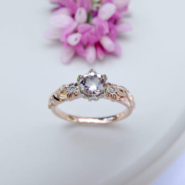 Pierścionek zaręczynowy z morganitem i brylantami z różowego złota - Marcin Czop Autorska Pracownia Biżuterii -gp1