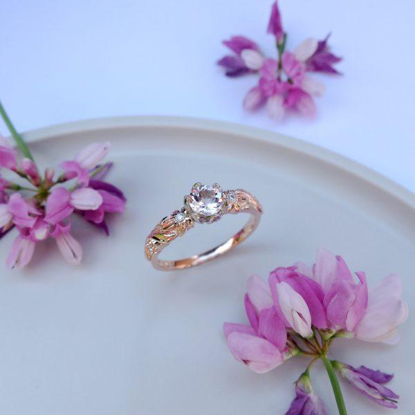 Pierścionek zaręczynowy z morganitem i brylantami z różowego złota - Marcin Czop Autorska Pracownia Biżuterii -gp5