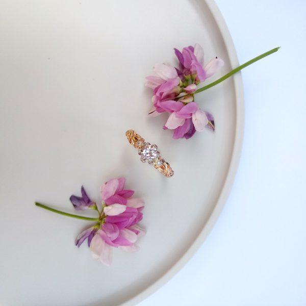 Pierścionek zaręczynowy z morganitem i brylantami z różowego złota - Marcin Czop Autorska Pracownia Biżuterii -gp6